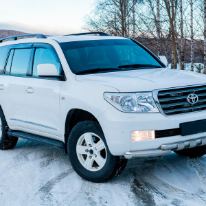 Toyota-Land-Cruiser-200-moscow-1.jpeg