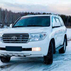 Toyota-Land-Cruiser-200-moscow-2.jpeg