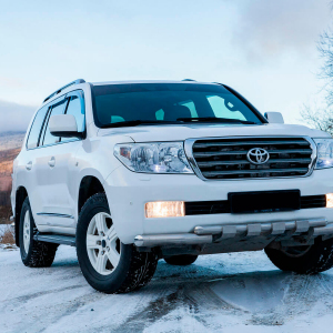Toyota-Land-Cruiser-200-moscow-3.jpeg