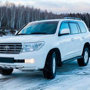 Toyota-Land-Cruiser-200-moscow-4.jpeg