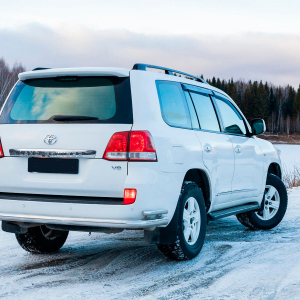 Toyota-Land-Cruiser-200-moscow-6.jpeg