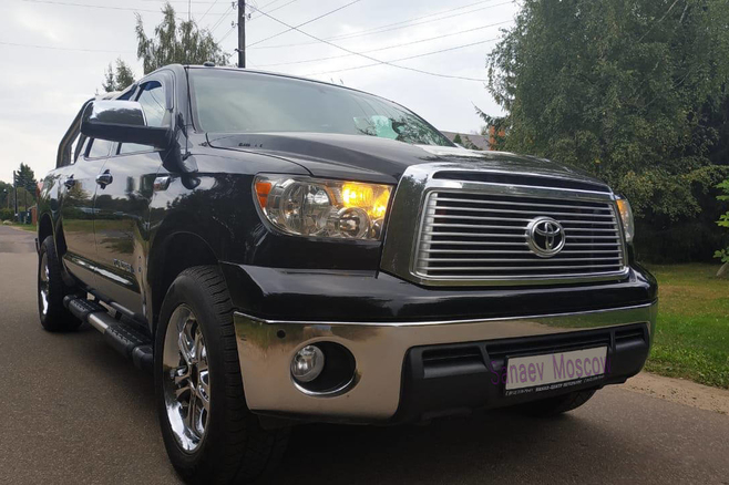 toyota-tundra-for-rent-moscow-2.jpg