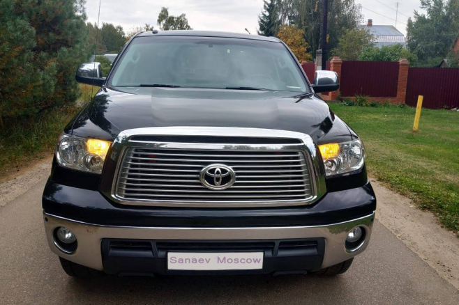 toyota-tundra-for-rent-moscow-5.jpg