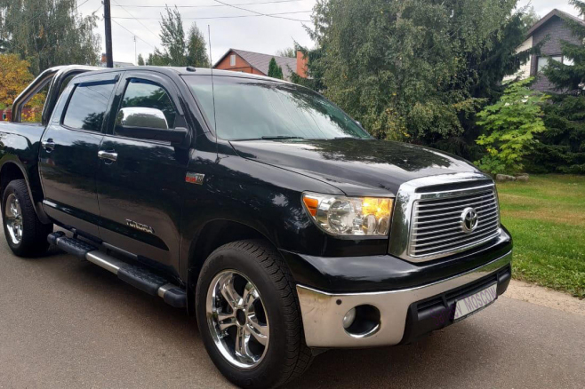 toyota-tundra-for-rent-moscow-11.jpg