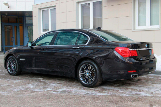 BMW-7-V-long-black-rent-moscow-4.jpeg