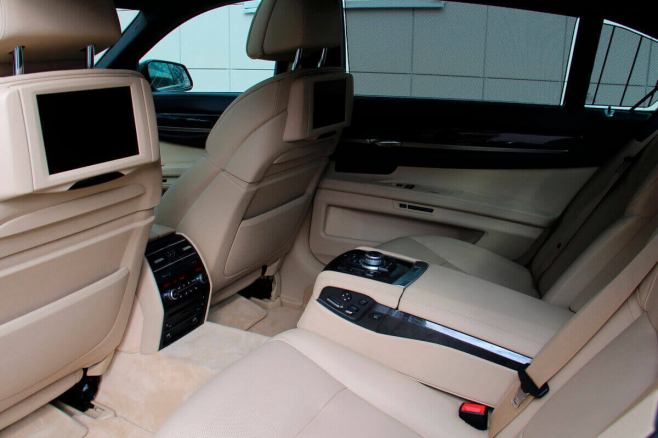 BMW-7-V-long-black-rent-moscow-7.jpeg