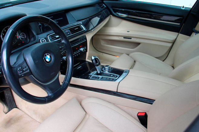 BMW-7-V-long-black-rent-moscow-8.jpeg