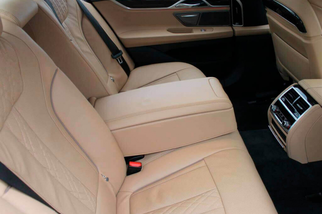BMW-7-V-long-black-rent-moscow-6.jpeg