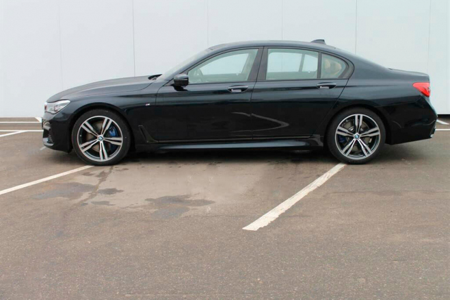 BMW-7-V-long-black-rent-moscow-3.jpeg