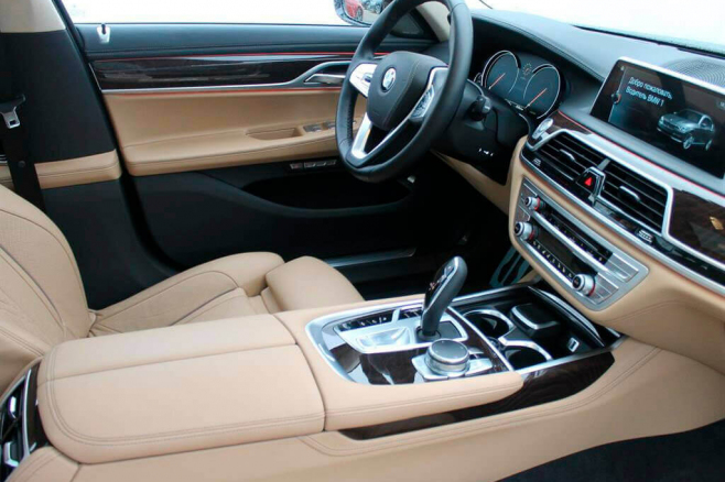 BMW-7-V-long-black-rent-moscow-5.jpeg