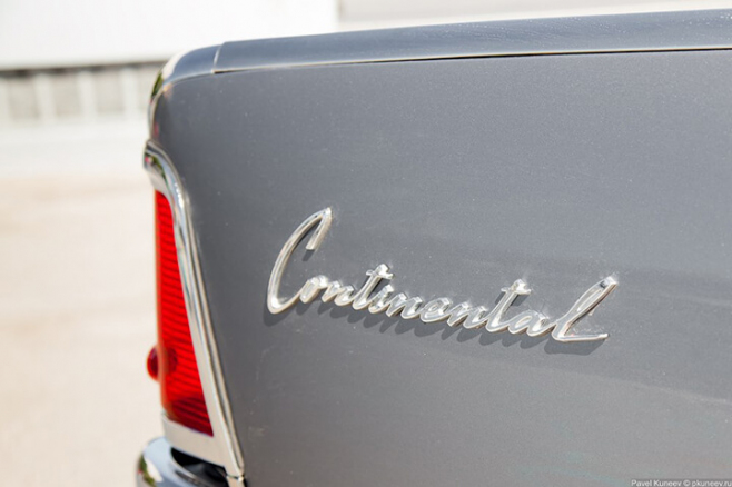 Lincoln-Continental-196-17.jpg
