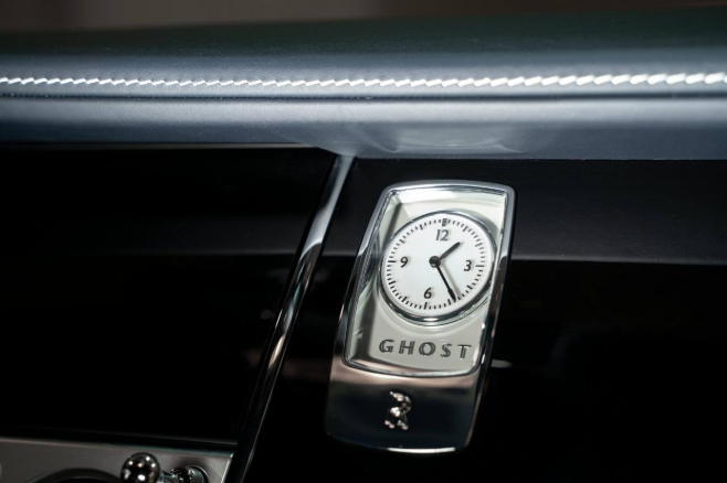 Rolls-Royce-Ghost-white-09.JPG