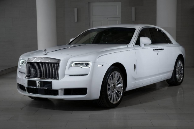 Rolls-Royce-Ghost-white-01.JPG