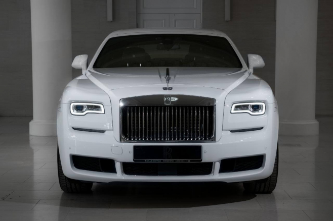 Rolls-Royce-Ghost-white-03.JPG