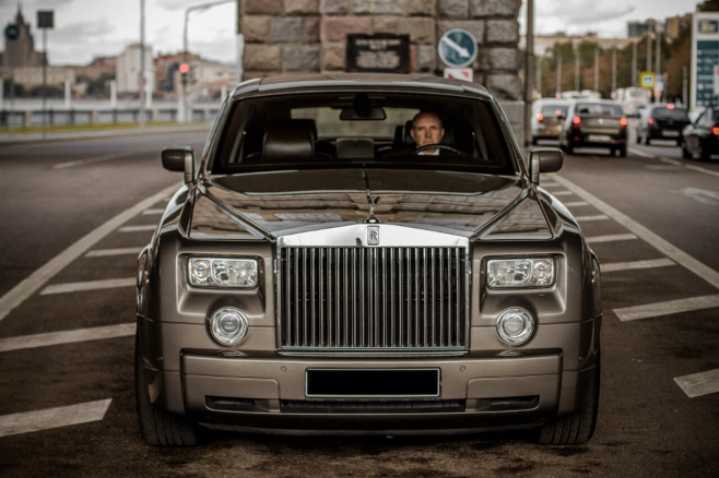 Rolls-Royce-Phantom-grey-3.jpeg