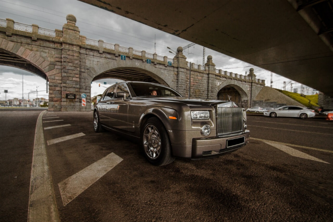 Rolls-Royce-Phantom-grey-2.jpeg