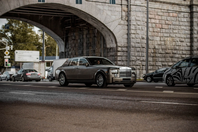 Rolls-Royce-Phantom-grey-5.jpeg